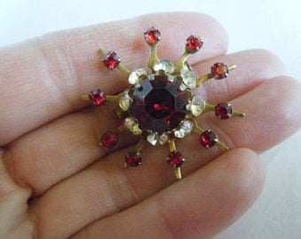 Small Coro Brooch/ Red and Clear Rhinestone Brooch/Gold tone setting/ star burst shape pin/ 50's brooch/ Fur or Sweater pin/onlyformejewelry