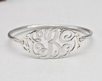 Silver Plated Clasp Monogram Bangle (ZB304744-BRS-SS)