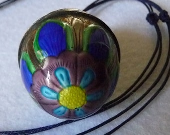 Necklace. China. Hand painted.