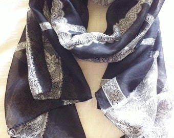 Lace Borders Scarf