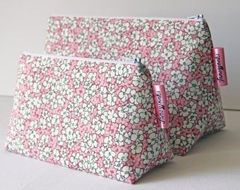 Retro Vintage Style Reproduction Pink Floral Make-up and Wash Bag. Great Gift for Ladies.