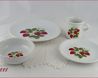 Vintage McCoy Pottery 16 Pieces Strawberry Country Dinnerware Service for 4  (Inventory #3888)