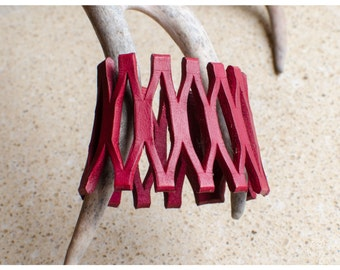 Red lace leather cuff - medium