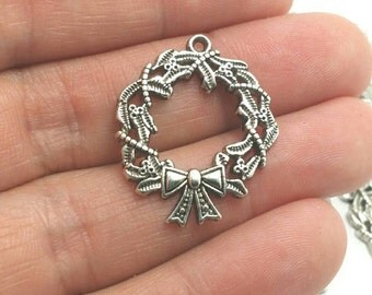 10 Christmas Wreath Charms, Silver Wreath Charms, Holiday Charms, Winter Charms (1-1218)