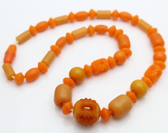 """Vintage Early Plastic Butterscotch Orange Carved Bead Necklace 16"""". [4834]"""