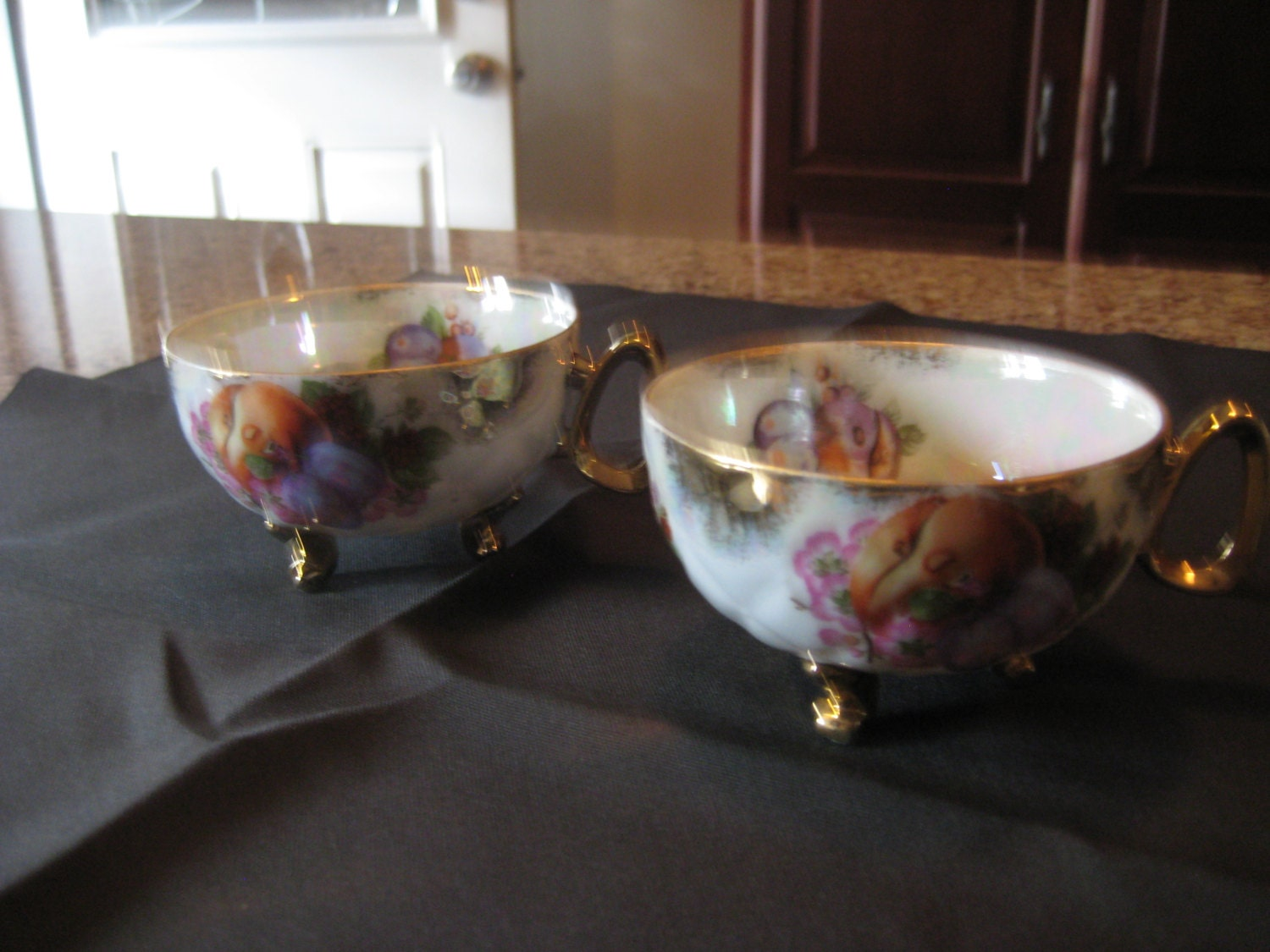 Set Of 2 Vintage Gold-footed Japanese Tea Cups