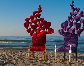 """Sculpture chair a flight of hearts. Restyling from the '50s. Completely hand sewn. 2 metros high ( 80""""). Valentine's Day."""