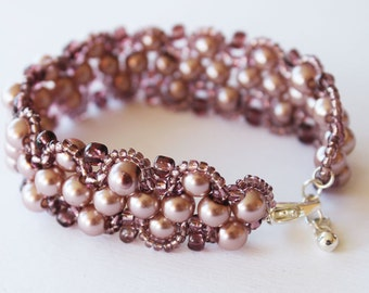 Bracelet baroque style with glass peals old pink color