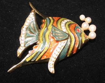 Fish Pin with Faux Pearl Bubbles
