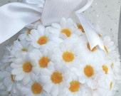 Daisy kissing ball, flower girl kissing ball, flower girl ball, bridesmaid ball, rustic wedding, wedding decor, pomander balls