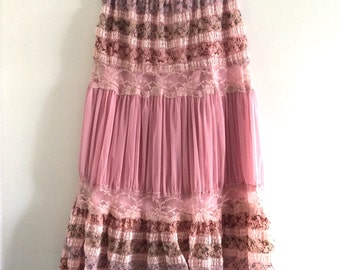 Boho Lace and tulle skirt. Tiered skirt. Women's skirt. Gypsy skirt. Women's fashion. Dusty pink skirt.