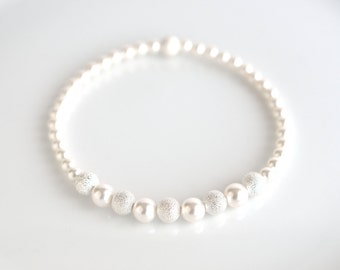 Pearl bead bracelet, white pearl stretch bracelet, pearl white bridal bracelet, white pearl bracelet, pearl jewelry, wedding jewelry for her