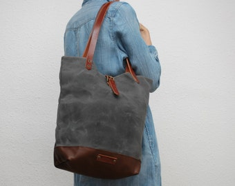 Tote bag waxed canvas, charcoal color, leather bottom in dark brown with  handles and closures in leather