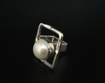 Geometric Silver Pearl Ring // 925 Sterling Silver // Square Band //Hammered // Size Adjusts 6.5-7.5