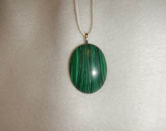 Oval Green Malachite pendant necklace (JO256)