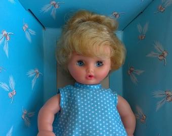 POUPEE BELLA avec la boite. BELLA doll with box