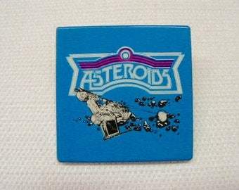 Vintage Early 80s Atari Asteroids Classic Arcade Video Game Pin / Button / Badge (Date Stamped 1981)