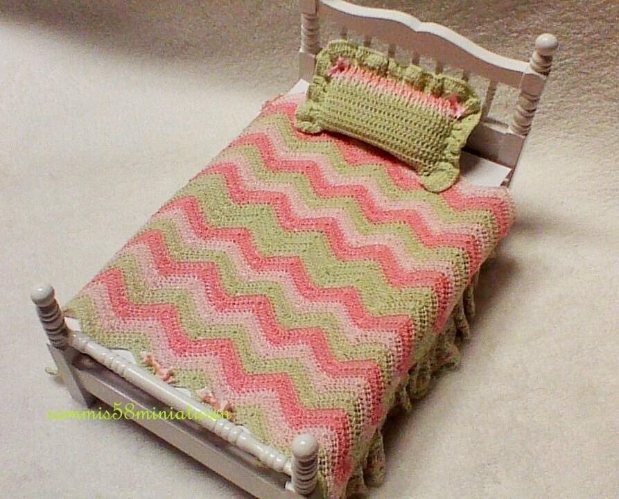 dolls house miniature tagesdecke f r einzelbett unikat 1 12. Black Bedroom Furniture Sets. Home Design Ideas