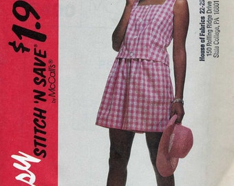 Easy Top and Shorts  Sewing Pattern - McCalls 6490  -  Size 6 8 10 12  - Uncut