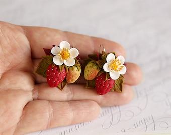 Strawberry earrings. Floral jewelry. Berry earrings. Fruit earrings. Blossom earrings. Polymer clay jewelry. Vegan jewelry