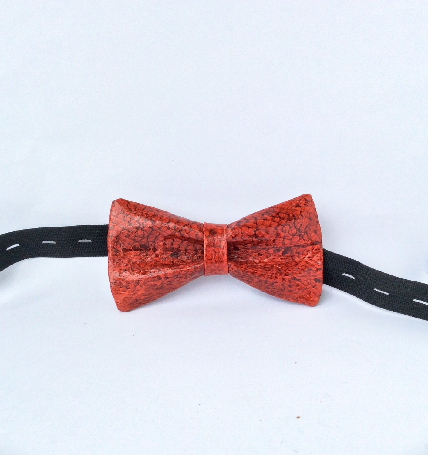 Fish leather bow tie genuine cod fish by fishleathericeland for Fish bow tie