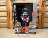 New Still Sealed Vintage Toy Trendmasters Lost In Space Robot B-9 Lights Sounds - SEE ALL PICTURES