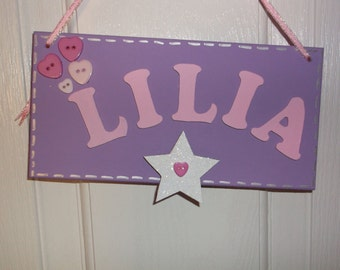 Baby girl hanging name plaques