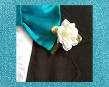 Oinktastic Creme Boutonniere