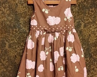 2T - Brown baby girls vintage dress with pink leafy roses and green carnations.