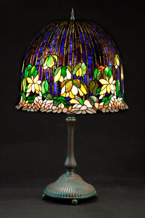Tiffany stained glass lotus. Glass lamoshade. Big table lamp. Desk lamp. Nightstand lamp. Bedside lamp. Decorative lotus lamp.