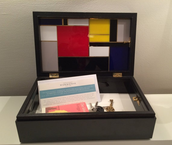 wooden box crate box Mondrian style