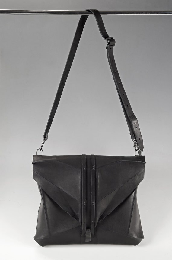 Black Leather Messenger Handbag LEGATO PERA