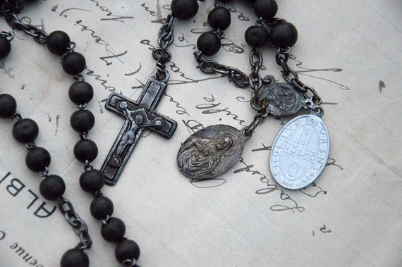 how to tell how old a rosary is