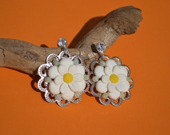 Daisy earrings in polymer clay with Rhinestones on silver metal base