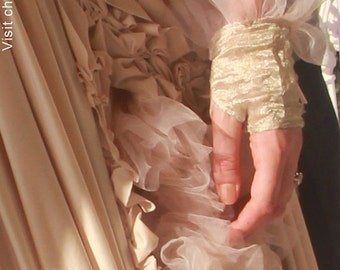 Gloves Wedding Lace Beautiful luxe bridal gloves with tulle ruffle wrist accessories CHRISST