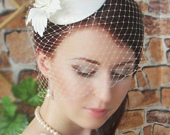 Fascinator Bridal Mini Hat Wedding Hairstyles Wedding Fascinator Bridal Hair Hair updos Ivory Fascinator Bridal Hairstyles Bridal Hat