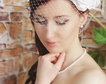 Birdcage veil white- Wedding fascinator - Flower fascinator - Wedding Hair Flower - White roses in hair - birdcage veil - White fascinator