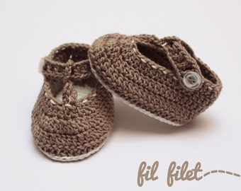 Brown baby crochet shoes with cream details
