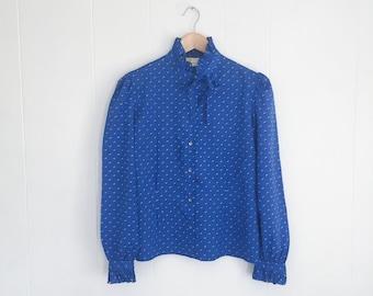 1970s Ruffle Blouse, Vintage Secretary Blouse. High Collar Blouse. Blue 70s Blouse. Ruffle Collar with Poet Sleeves. Tie Neck. Vintage Top.