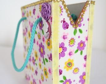Daisy storage box