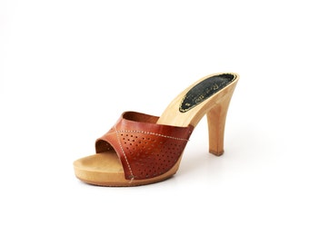 1970's Boho Tan Leather Slip On Platforms