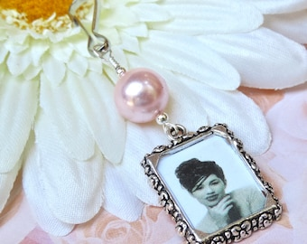 Wedding bouquet photo charm. Handmade photo charm - pink or blue pearl. Bridal bouquet charm. Gift for a bride. Bridal shower gift