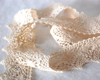 Cotton lace in ivory