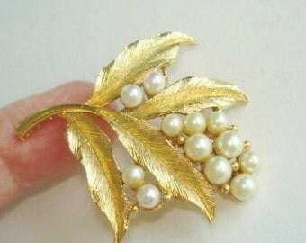 Leaf  Pearl Brooch Gold Tone