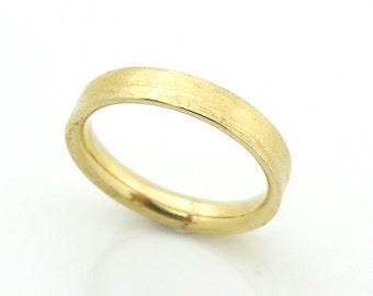 Gold wedding ring textured & hammered band