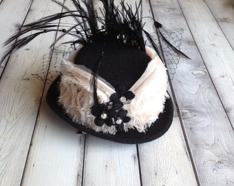 Mini top hat in blush and black with feathers and rhinestones. Très chic and feminine glamour. Edwardian style. New Years Eve hat