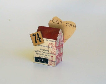 Tiny House Assemblage, Carte Postale, Mixed Media Small Wood House