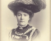 Beautiful Victorian Woman with HUGE FEATHER HAT Cabinet Card Photo Circa 1905
