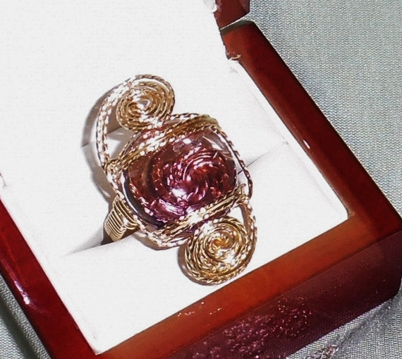 27 ct Russian Cab Color Change Alexandrite stone, 14kt yellow gold Ring Size 8
