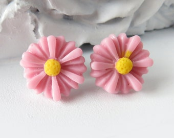 Peach Daisy Stud Earrings